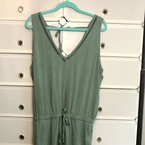 Cloth & Stone • Green V-Neck Jumpsuit Sz M